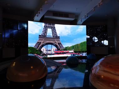 Изогнутый экран для планетария